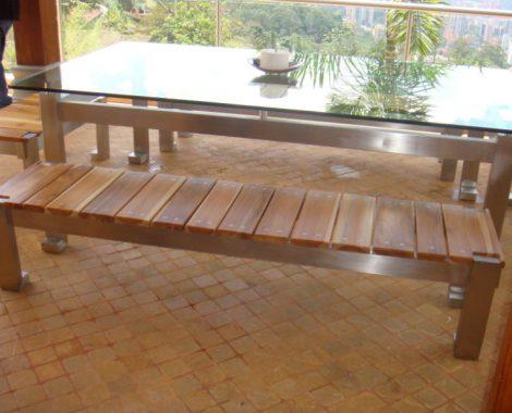 comedor en vidrio, sillas en madera