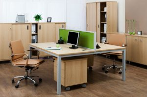 oficina con acabados en madera