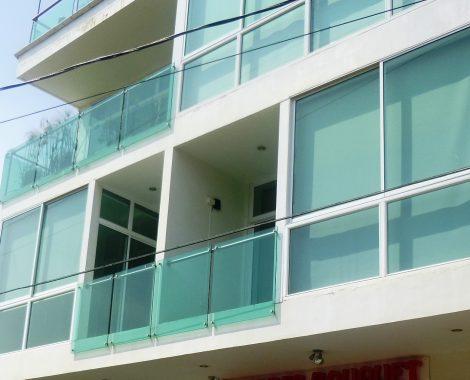 Fachada en aluminio y vidrio