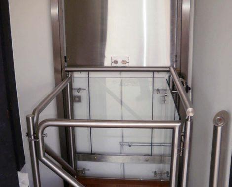 elevador hecho en acero